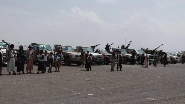 tribesmen loyal to the houthi group stand near trucks mounted with machine guns, as they participate in an armed tribal gathering supporting the... - イエメン点の映像素材/bロール
