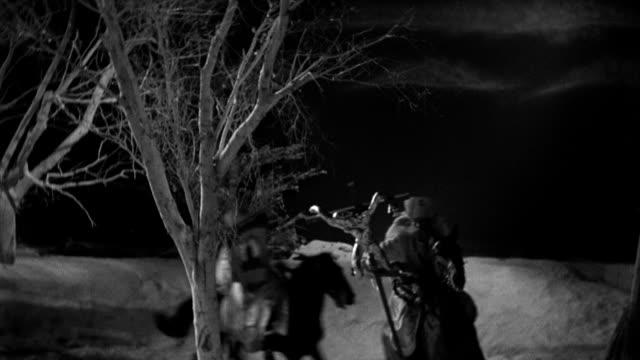 vídeos de stock, filmes e b-roll de tribesmen on horseback charge toward a palace with swords in their hands. - animal de trabalho
