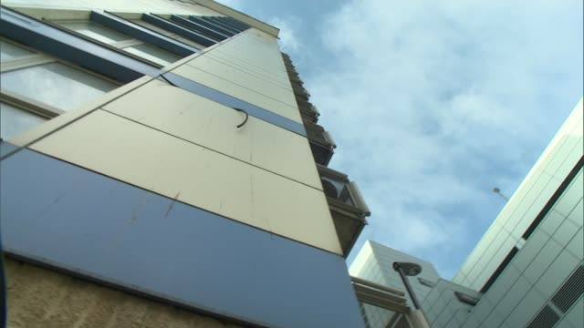 tribunal rules that residents must pay to remove cladding from flats in croydon; england: london: croydon: ext **alla interview overlaid sot** low... - ロンドン クロイドン点の映像素材/bロール
