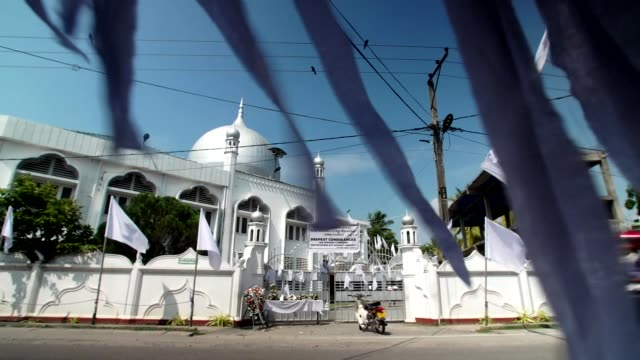 tributes for the victims of the sri lanka terror attacks at the grand mosque in negombo - grand mosque stock videos and b-roll footage