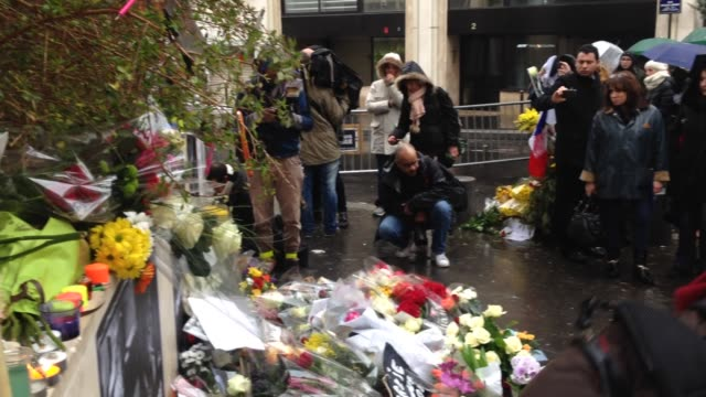 tributes outside the charlie hebdo offices on january 08 2015 in paris france - audio electronics stock videos & royalty-free footage