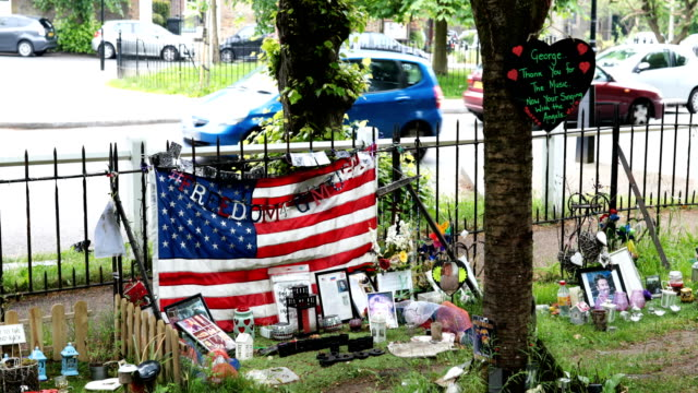 tributes to the british musician george michael sit outside his former home in an unofficial memorial garden in highgate on may 25, 2018 in london,... - highgate stock videos & royalty-free footage