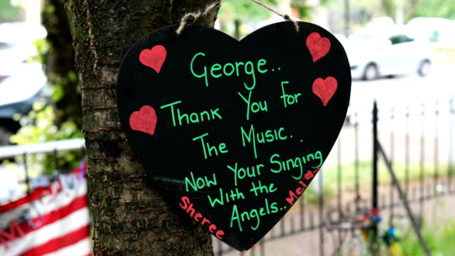 tributes to the british musician george michael sit outside his former home in an unofficial memorial garden in highgate on may 25, 2018 in london,... - shrine stock videos & royalty-free footage