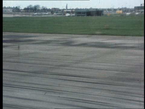 crew blamed trident crash report crew blamed track runway fast rl - 三叉槍点の映像素材/bロール