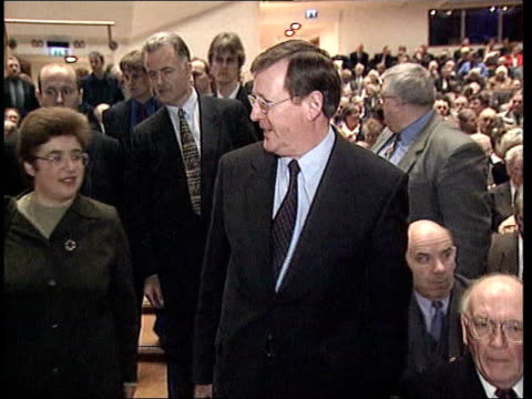 stockvideo's en b-roll-footage met trimble decommissioning warning lib northern ireland belfast int ms david trimble mp greeting supporters as along into conference pan cf = b0555461... - david trimble