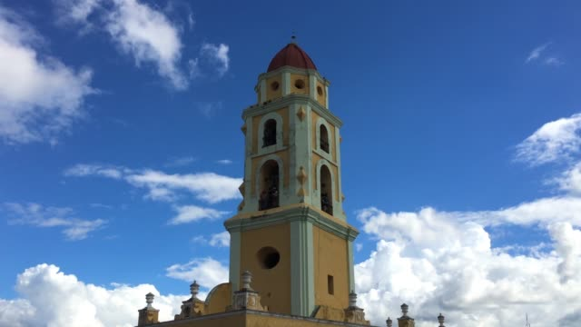 trinidad, cuba, bell tower of the former saint francis of assisi convent - franziskus kirche stock-videos und b-roll-filmmaterial