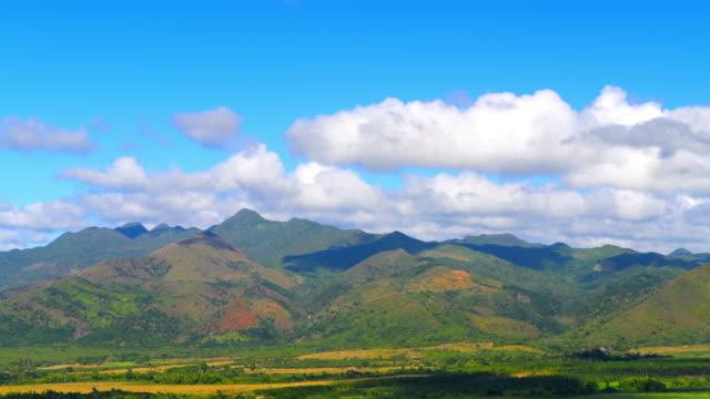 vídeos y material grabado en eventos de stock de trinidad, cuba: natural beauty of the countryside landscape including mountains and a blue sky - cuatro animales