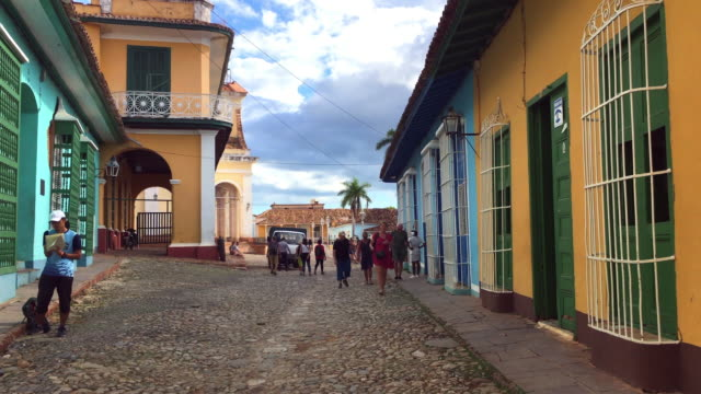 trinidad, cuba: pebbled colonial street with old houses by the sides - sancti spiritus province stock videos and b-roll footage