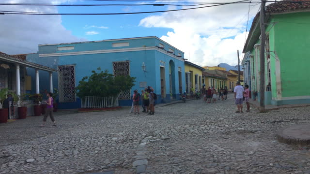 trinidad, cuba, point of view of colonial architecture - kolonialstil stock-videos und b-roll-filmmaterial