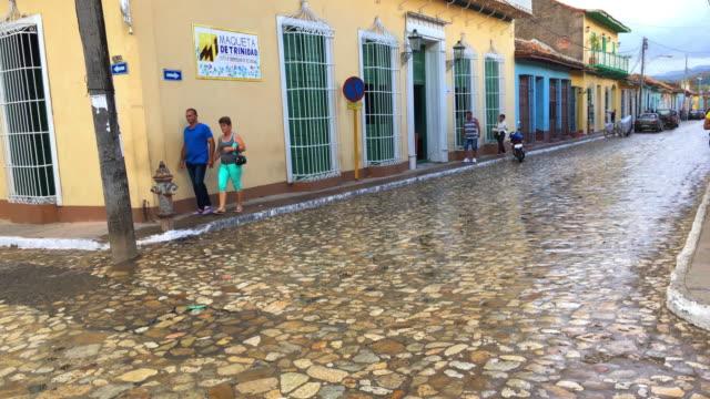 trinidad, cuba: the cobblestone streets in the unesco world heritage site - unesco world heritage site点の映像素材/bロール