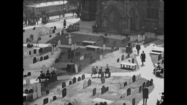 1921 trinity church cemetery in nyc - 礎石点の映像素材/bロール