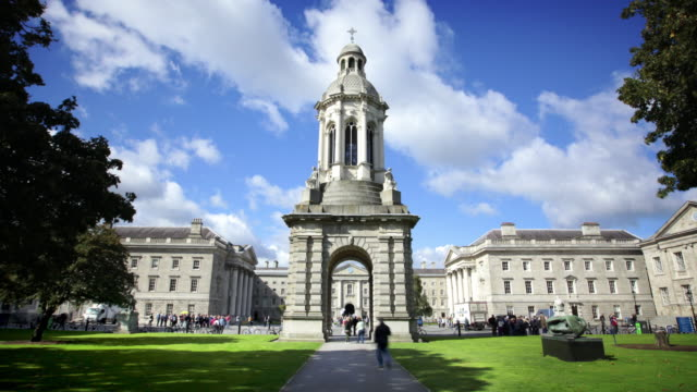 trinity college, dublino, irlanda - università video stock e b–roll