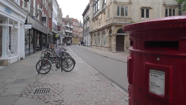 vídeos y material grabado en eventos de stock de trinity street, cambridge, cambridgeshire, england, uk, europe - buzón postal
