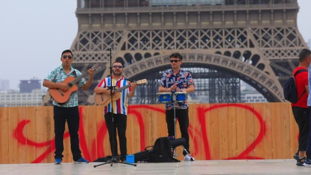 trio of musician on trocadero square, the eiffel tower in the background during the heat wave that hits the french capital on july 31, 2020 in paris,... - latin american and hispanic ethnicity stock videos & royalty-free footage