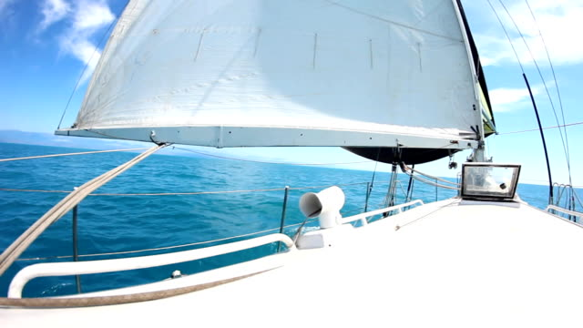 ヨットの旅 - 帆点の映像素材/bロール