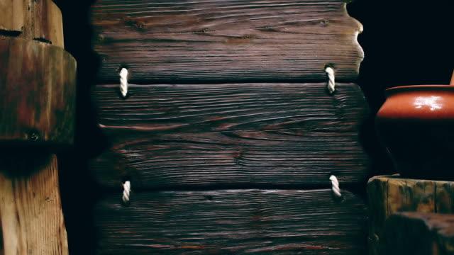 Dreifach-Holz Zeichen und Ton-Topf