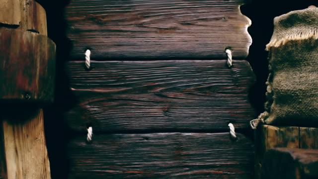 Dreifache Holz Zeichen und sack