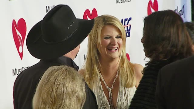 stockvideo's en b-roll-footage met trisha yearwood at the musicares person of the year at la convention center in los angeles california on february 9 2007 - los angeles convention center