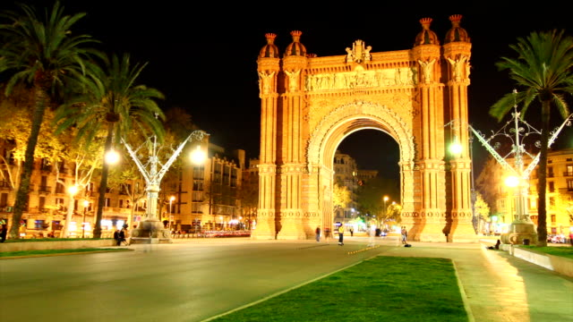 vídeos de stock, filmes e b-roll de arco do triunfo de barcelona - arco característica arquitetônica