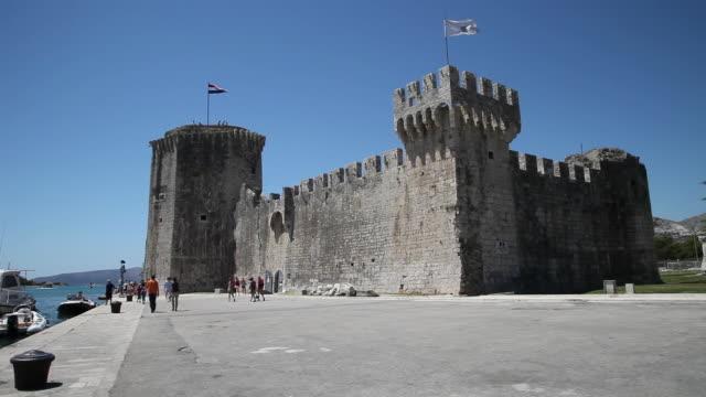 stockvideo's en b-roll-footage met trogir, kamerlengo castle, built 15th century by marin radoj, exterior view - rond de 15e eeuw