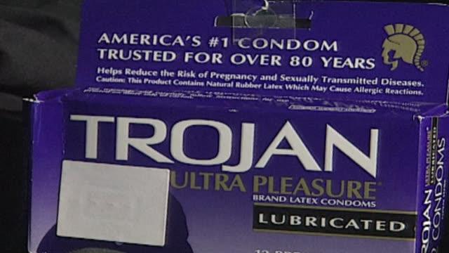 vidéos et rushes de trojan condoms on september 05, 2001 in chicago, illinois - préservatif
