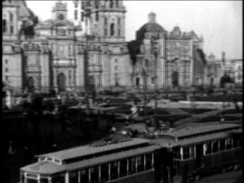 1930 pan trolley driving in front of parliament buildings / mexico city, mexico - 1930 stock-videos und b-roll-filmmaterial