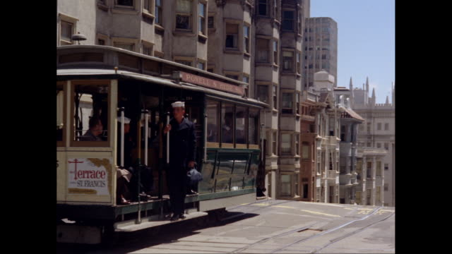 ws pan trolley moving up hill in san francisco, california / united states - 1960 stock-videos und b-roll-filmmaterial