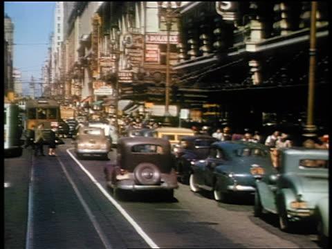 vídeos de stock, filmes e b-roll de 1941 trolley point of view down busy street / market street, san francisco / amateur industrial - ponto de vista de bonde