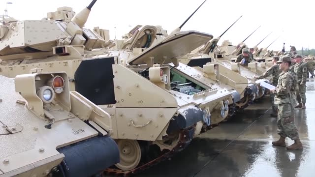 vídeos y material grabado en eventos de stock de troopers of 6th squadron 8th cavalry regiment 2nd armored brigade combat team 3rd infantry division received their m3 cavalry fighting vehicles jan... - infantería