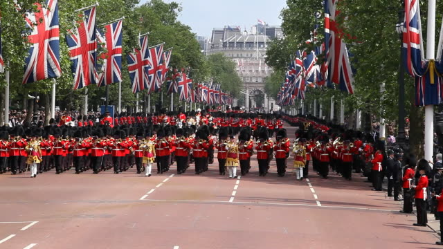 trooping of the colour in the mall, with the band of the grenadier coldstream guards returning with the queens carriage in a spectacular parade to buckingham palace. london. this takes place each year on the monarchs official birthday. - queen royal person stock videos & royalty-free footage