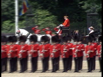 stockvideo's en b-roll-footage met trooping the colour; a) england: london: horseguards parade: royal landau coach along as queen mother, princess of wales, prince harry & prince... - optocht