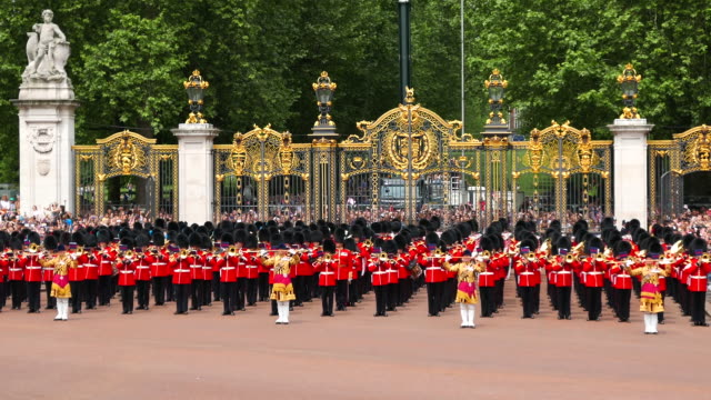 trooping the colour london - 近衛兵点の映像素材/bロール
