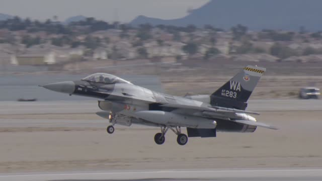 vídeos de stock, filmes e b-roll de troops from across the dod along with members of the british royal air force australian air force and nato participated in red flag 1701 a large... - nellis air force base