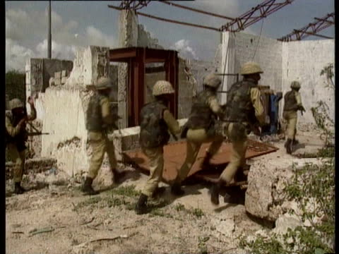 vídeos de stock e filmes b-roll de un troops in action in somalia as civilians turn against them / large number of united nations troops making vehicles ready to move off / black hawk... - 1993