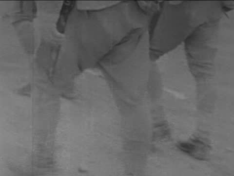 troops marching/ soldier on guard/ soldiers bathing in pool/ soldiers smoking/ soldiers getting salary/ soldiers put on ammunition/ japanese infantry... - 日本の軍事力点の映像素材/bロール