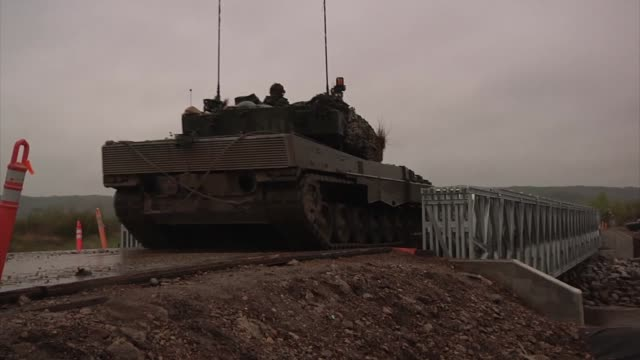 troops of the 2nd canadian mechanized brigade group conducts bridge crossing operations to move on objectives at the beginning of exercise maple... - brigade stock videos & royalty-free footage