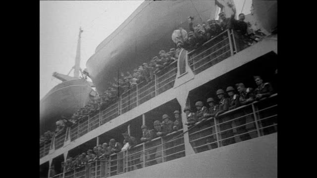 vídeos de stock, filmes e b-roll de / troops of the fourth division get ready to sail to europe under nato treaty / soldiers processed through pier and begin walking on board ship / cu... - 1951