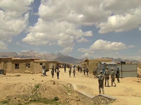 us troops on patrol in afghanistan 28 january 2010 - 2001年~ アフガニスタン紛争点の映像素材/bロール