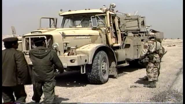 us troops search large truck at checkpoint - operation desert storm bildbanksvideor och videomaterial från bakom kulisserna