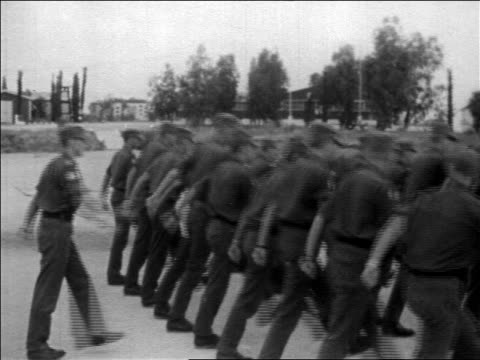 un troops turning marching / withdrawl of troops during six day war / newsreel - sechstagekrieg stock-videos und b-roll-filmmaterial
