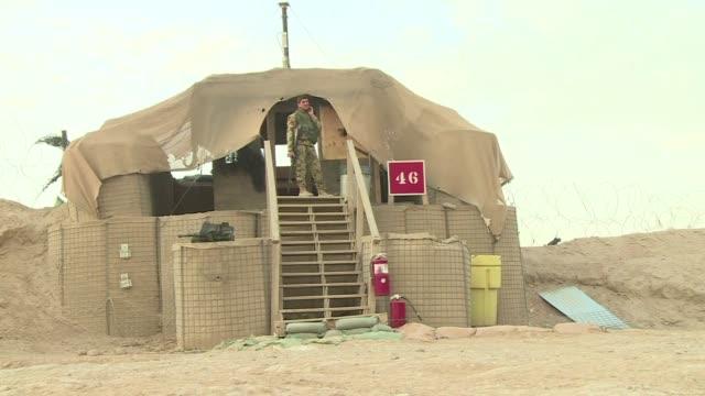 tropas estadounidenses y britanicas abandonaron este lunes sus bases militares en la provincia de helmand despues de entregar oficialmente el control... - provinz helmand stock-videos und b-roll-filmmaterial