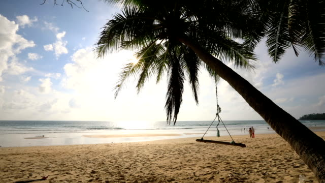 vídeos de stock e filmes b-roll de tropical andaman seascape scenic of surin beach, phuket thailand. time lapse - ilhas phi phi
