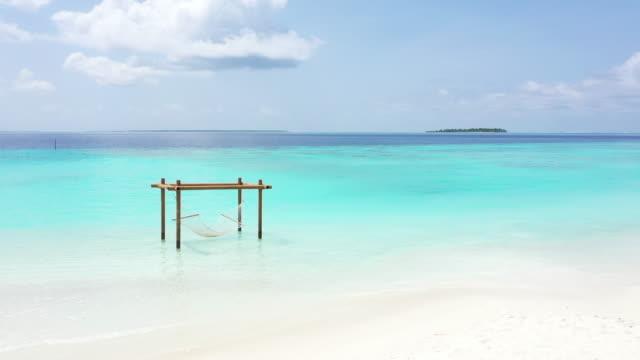 tropical beach i havet, maldiverna - hängmatta sol bildbanksvideor och videomaterial från bakom kulisserna