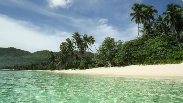 vídeos de stock, filmes e b-roll de praia tropical - acampamento de férias