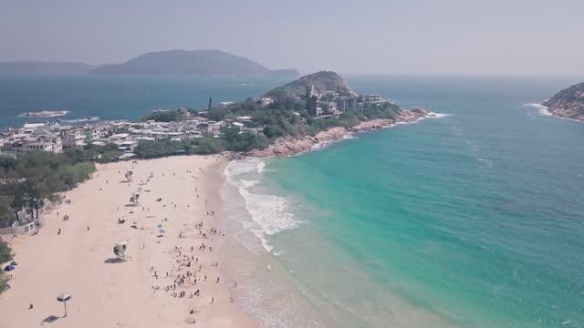 stockvideo's en b-roll-footage met tropical, beautiful shek o beach, a white sandy stretch of sand in hong kong island. aerial drone view - hong kong