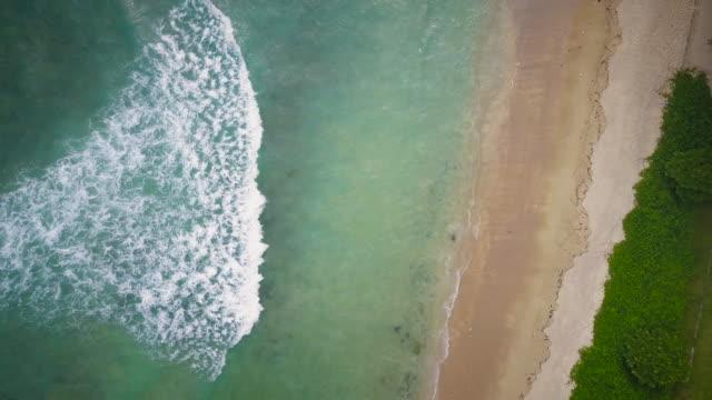 ドローンでタイのプーケットの熱帯海岸