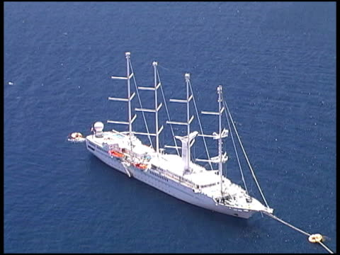 vídeos y material grabado en eventos de stock de tropical crucero desde arriba - formato buzón