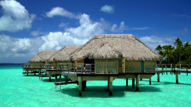 tropical holiday resort with overwater bungalows bora bora - französisch polynesien stock-videos und b-roll-filmmaterial