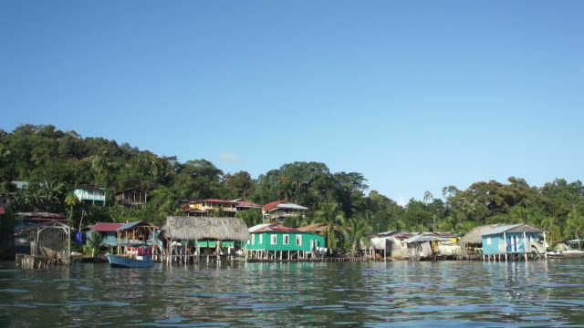 stockvideo's en b-roll-footage met tropical island and caribbean houses seen from the water - panama