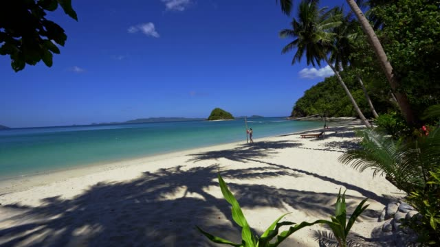 vídeos y material grabado en eventos de stock de vacaciones en la playa isla tropical en palawan, filipinas - panorámica